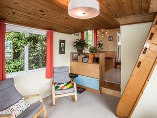 Luxury Houseboat ★ BEST Location in Seattle ★ 3-BR