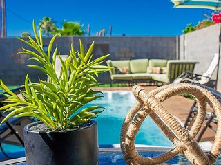 Moreland Retreat ☆ Huge Jacuzzi ☆ Sleeps 14