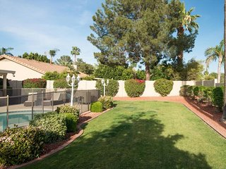 Scottsdale Delight ★ 5 bd with Pool ★ Sleeps 14