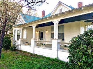 Bison Farmhouse in Greensboro / Lake Oconee