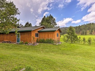 Cozy Rapid City Cabin by Hiking & ATV Trails!