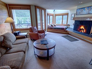 Lakeside 1495- Lake Views, Free shuttle to slopes, Queen  bed, By SummitCove Lod