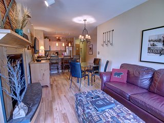 Silver Mill 8182 Updated with Hardwood Floors 2b by Summitcove Lodging