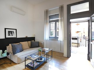 Lovely, renovated 2br with terrace (central station)