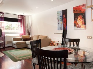 Spacious apartment in the center of Barcelona with Lift, Internet, Washing machi