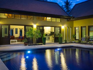 Villa with Home Cinema, Pool, Jacuzzi, Gym, Complimentary Car & Free Transfer
