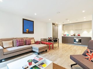 Modern 1 Bed Apartment with Balcony in Stockwell