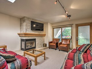 Aspen Condo w/ Balcony, Walk to Shuttle & Gondola!