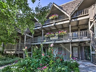 Aspen Condo w/Balcony & Fireplace Mins to Slopes!