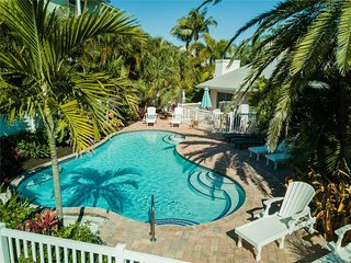2BR2BA with Pool, Gulf View, Fireplace, Patio, Private OUTDOOR Shower and WIFI