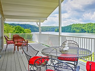 Lakefront Hiwassee Home w/Views, Pvt Dock, Deck!