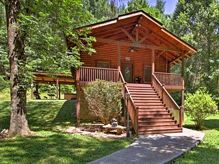 NEW! 'Little Creek' Sevierville Cabin w/ Hot Tub!