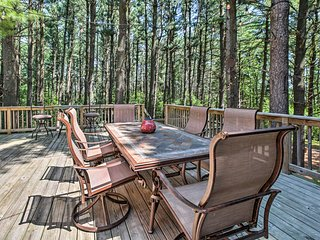 Lake Geneva Home w/ Fire Pit - 5 Mins to Town!
