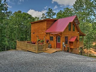 NEW! Log Cabin in Murphy w/ Deck & Covered Porch!