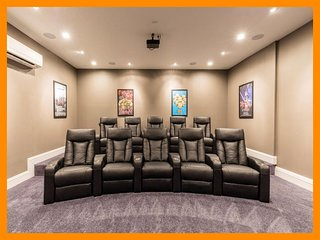 Reunion Resort 775 - villa with pool, home theater and free waterpark access
