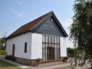 OXBAR Barn situated in Bury St Edmunds (12mls NE)