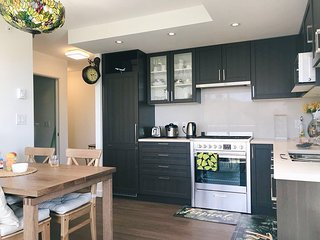 Modern new cozy 1 bdr apt near metrotown