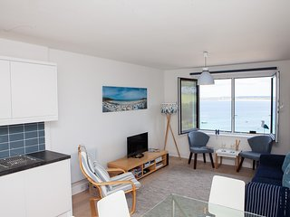 35 Carrack Widden - Sleeps 4 - Parking with Views of Porthminster Beach