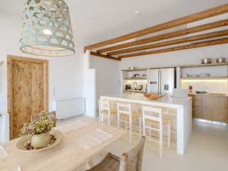 Laid-back Stylish Home, next to sandy Beaches