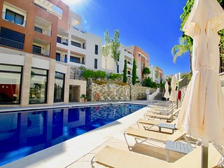 Elegant 3BR Apartment in Samara Resort, Heated Pool