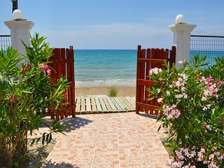 Beachfront Vacation Home eftichia