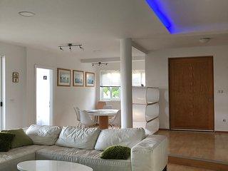 Lux apartment-  loft, 130m2, sea view, beach 100m away