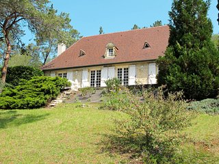 Auriac-du-Perigord Holiday Home Sleeps 6 with Pool and Free WiFi - 5650883