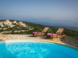 Katsarata Villa Sleeps 4 with Pool Air Con and WiFi - 5238086