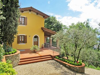 3 bedroom Apartment in Le Molina, Tuscany, Italy : ref 5651384