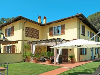 3 bedroom Villa in Pugnano, Tuscany, Italy : ref 5651121