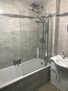 Newly fitted high qulaity bathroom suites