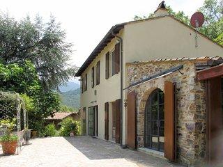 3 bedroom Villa in Santa Maria del Giudice, Tuscany, Italy : ref 5651131