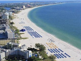 St.Pete Beach, Florida Getaway for 6! Private Beach/Private Balcony/2 Pools/BBQ