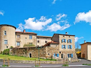 3 bedroom Apartment in Saint-Bonnet-le-Chateau, Auvergne-Rhone-Alpes, France : r