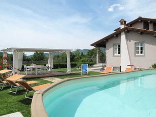 4 bedroom Villa with Pool and WiFi - 5651364