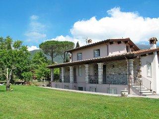Acquaviva Holiday Home Sleeps 7 with Pool and Free WiFi - 5651364