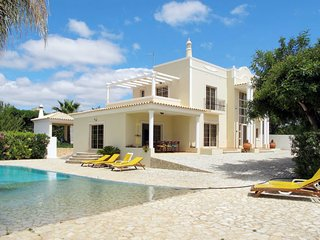 4 bedroom Villa in Quatrim do Sul, Faro, Portugal : ref 5651757