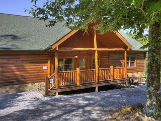 5 Bedroom Private Indoor Pool Cabin with Hot Tub, Theater Room, Close to Park