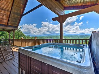 Lavish Sevierville Cabin w/ Hot Tub+Stunning Views