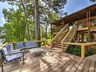 NEW! Riverfront Houston Home w/Dock, Porch, & Deck