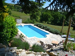 Gite des Milans - Luxurious Barn conversion with pool for 4-10