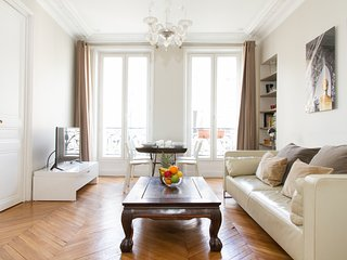 027. LE MARAIS - BEAUTIFUL 2BR FLAT STEPS FROM NOTRE DAME