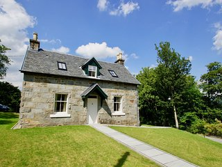 Edinample Lodge, self catering cottage in Lochearnhead