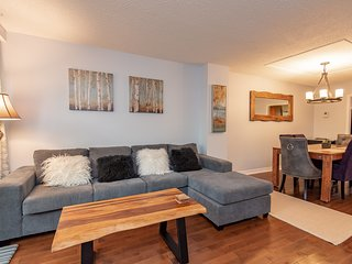 Beautiful 4 Bedroom, 3 bathroom Townhouse Near Byward Market