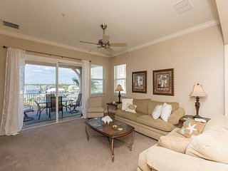 Fantastic 3 Bedroom/ 3 Bathroom Corner Condo in Cinnamon Beach!