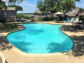 Winter Texans Special! Ground level 2/2 condo a short walk to Canyon Lake!