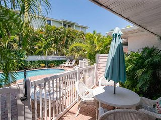 5BR5BA with Pool, Gulf Views, Fireplace, Patio, Private OUTDOOR Showers and WIFI