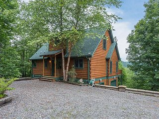 Larson Lookout | 3 BR Cabin with Views, Hot Tub, Fireplace,Modern Furnishings