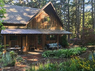 Beautiful and spacious home—minutes to Hood River.