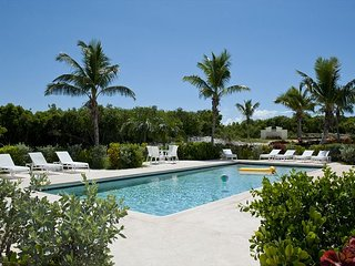 New Condo w/Htd Pool, Private Beach, 2-Ocean View, Golf Cart, Kayaks, Dock